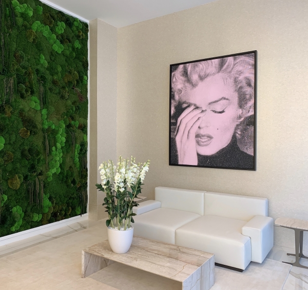 Marilyn Crying, Candy Pink XL Installation